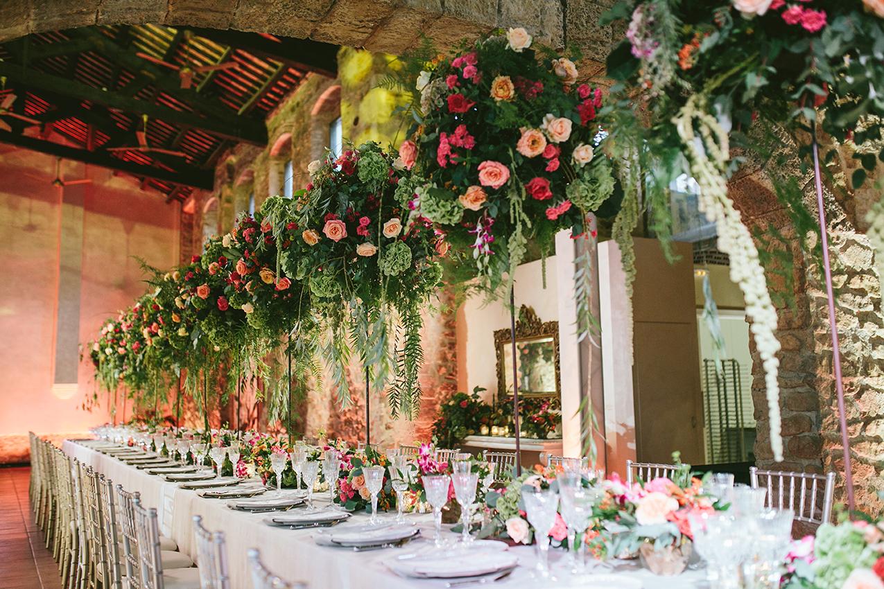 Centro floral en altura para boda