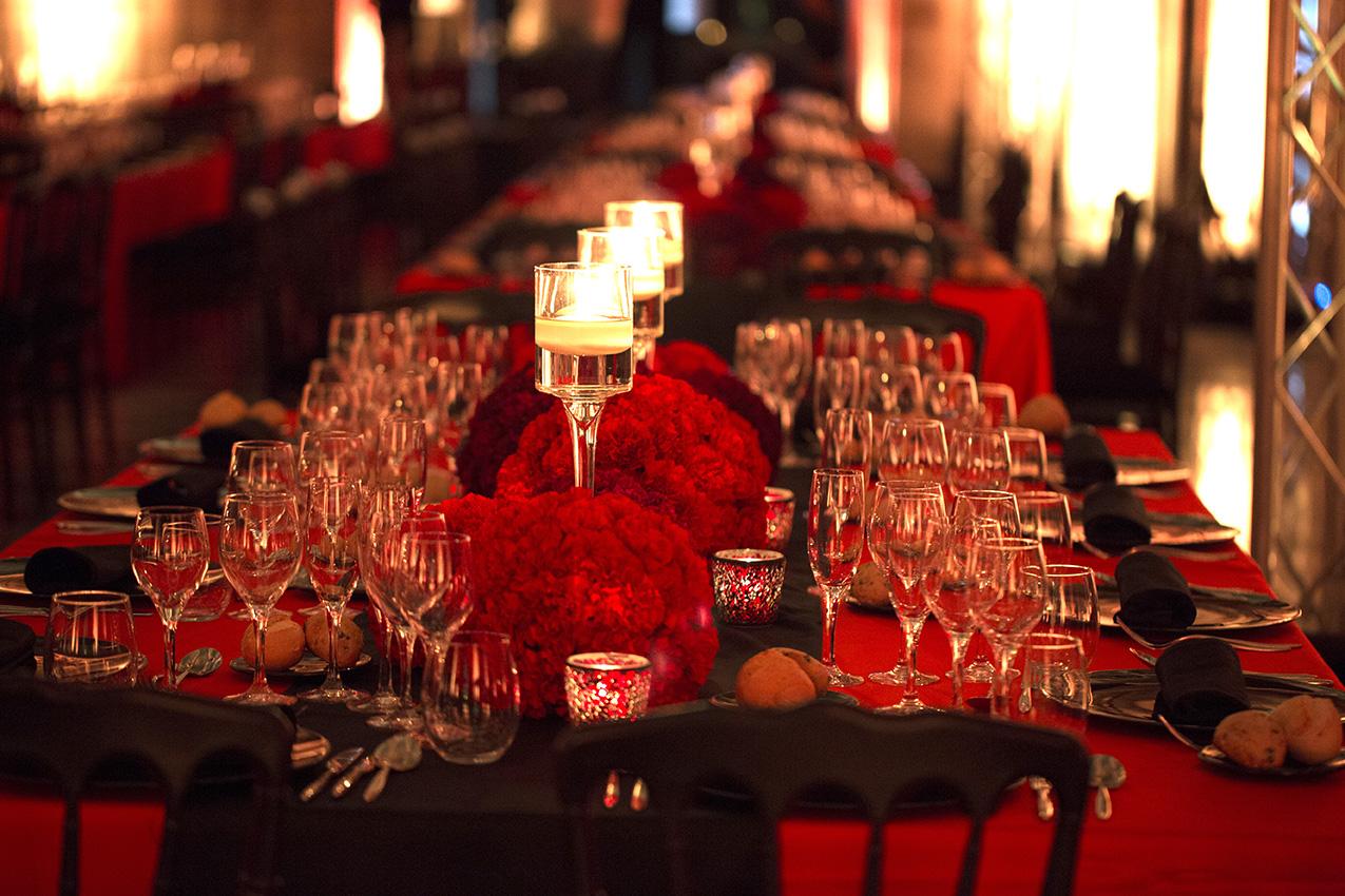 Centro de mesa con claveles para evento