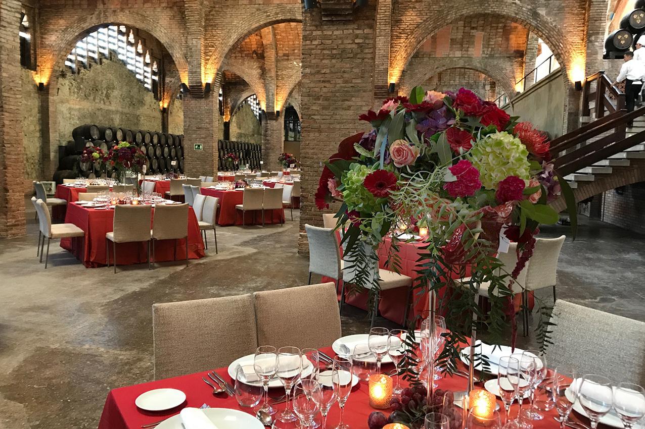 Flores y velas decorativas para evento en Barcelona