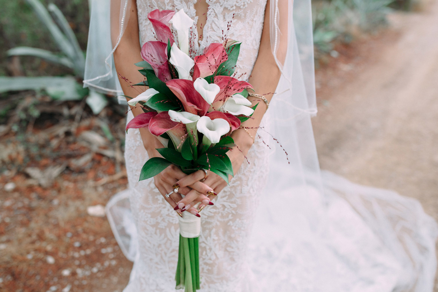 wedding-bouquet-white-red-sitges