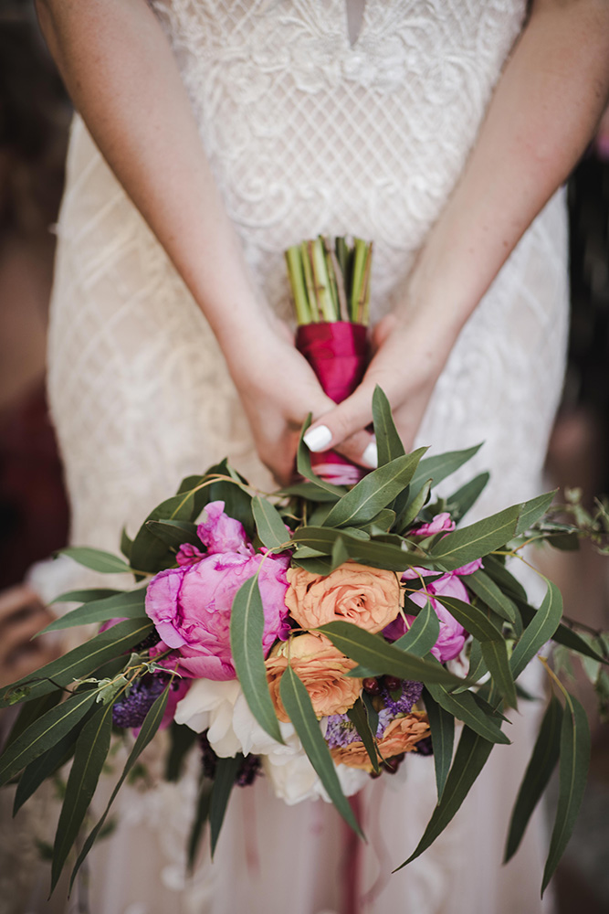 flowers-bride-jewish-wedding